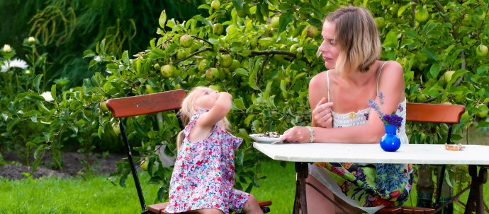 mother-and-daughter-in-garden