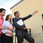 New Home Buyers with Real Estate Angent