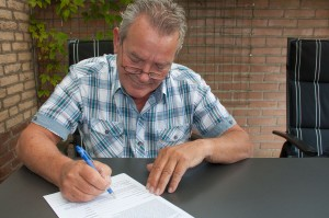 signing rental lease agreement